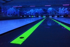 Hiwi Bowlingbahn bei Schwarzlicht