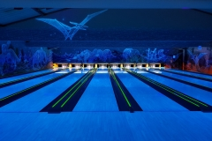 Hiwi Bowlingbahnen bei Schwarzlicht